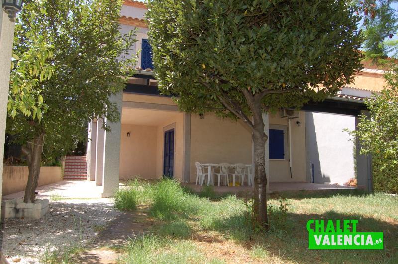 Jardín con terraza en chalet en venta Masía Traver