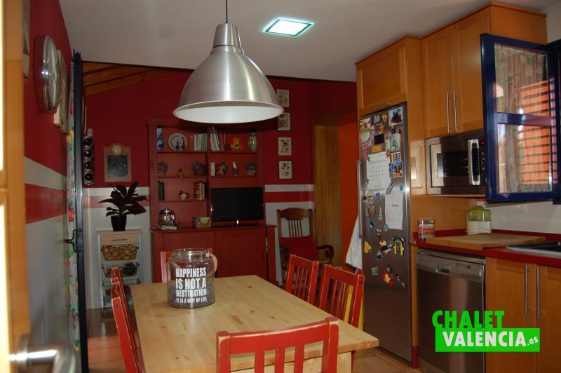 Cocina con lavadero y habitación