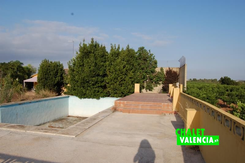Piscina chalet en el campo