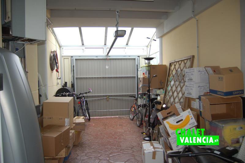 Garaje con entrada de luz natural