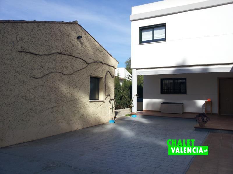 Garaje pareado con vecino