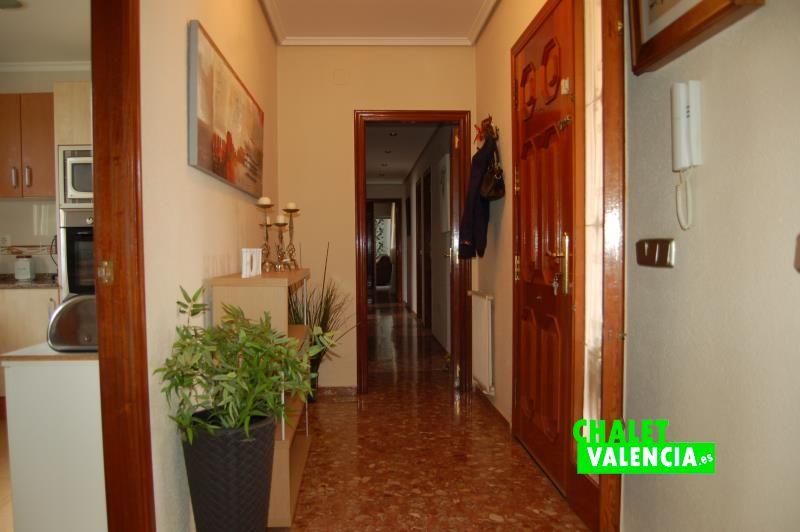 Recibidor y pasillo habitaciones