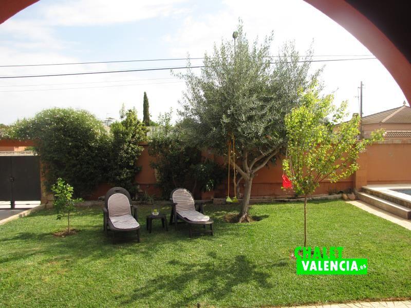 g8778-jardin-piscina-chalet-valencia