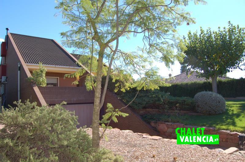 g9134-entrada-vista-chalet-valencia