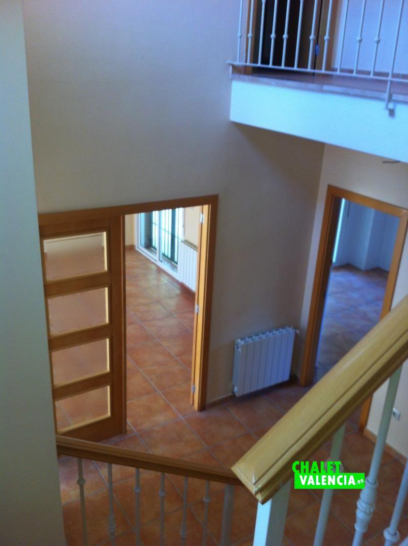 g9190-escaleras-vista-chalet-valencia
