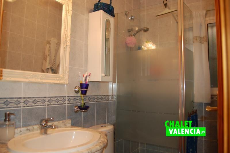 Baño en planta baja chalet pareado