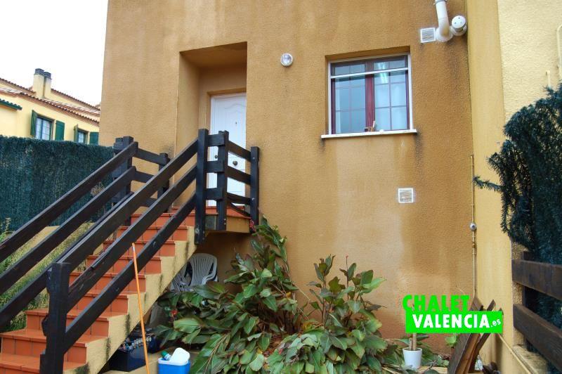 Entrada acceso chalet pareado Masia Traver