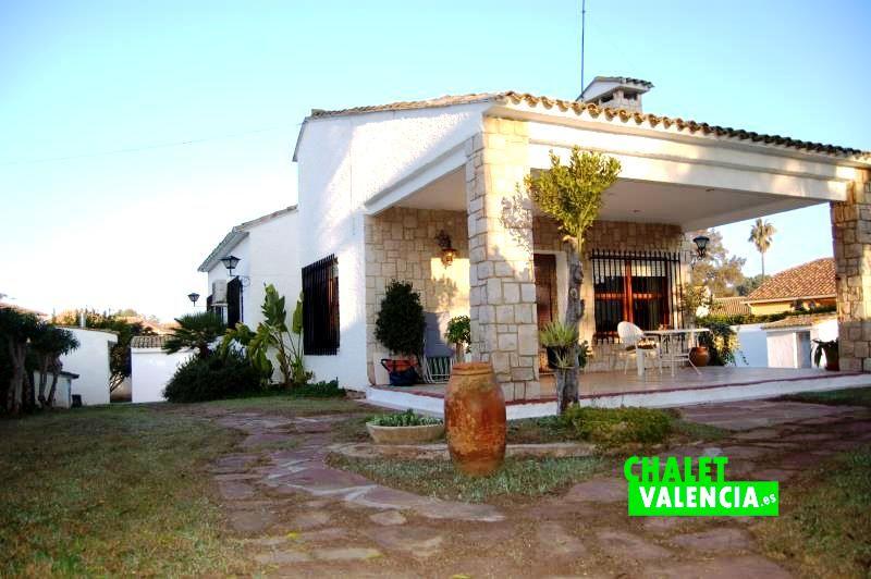 g9788-terraza-principal-este-chalet-valencia