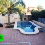 Chalet de estilo rústico con piscina Maravisa