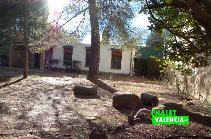 G10170-jardin-pinada-norte-chalet-valencia