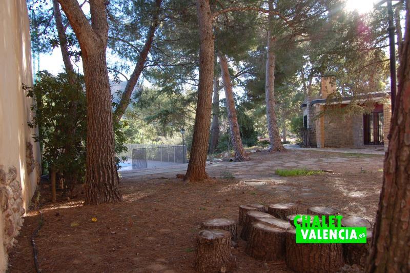 Opportunit villa avec pin de naquera chalet valencia for Piscina jardin norte