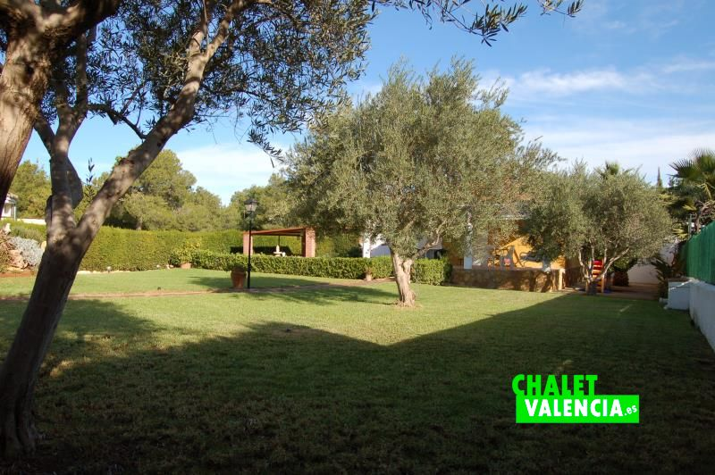 Gran Jardín con pinada zona Sur