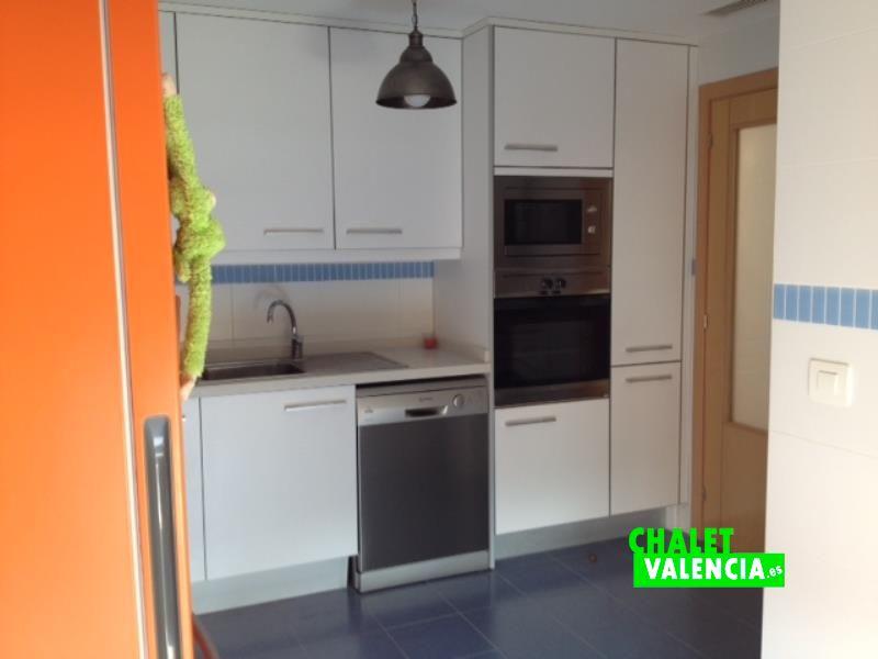 villa in la pobla vallbona next to leroy merlin chalet valencia. Black Bedroom Furniture Sets. Home Design Ideas