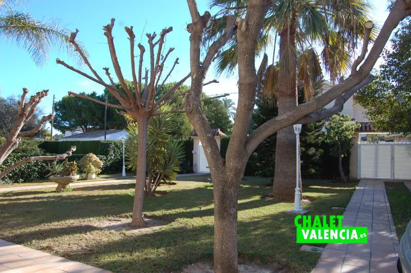 G10788-jardin-entrada-garaje-2-chalet-valencia