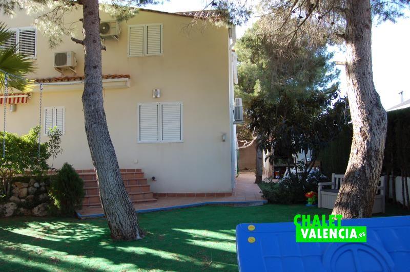 G10788-jardin-pinada-3-chalet-valencia