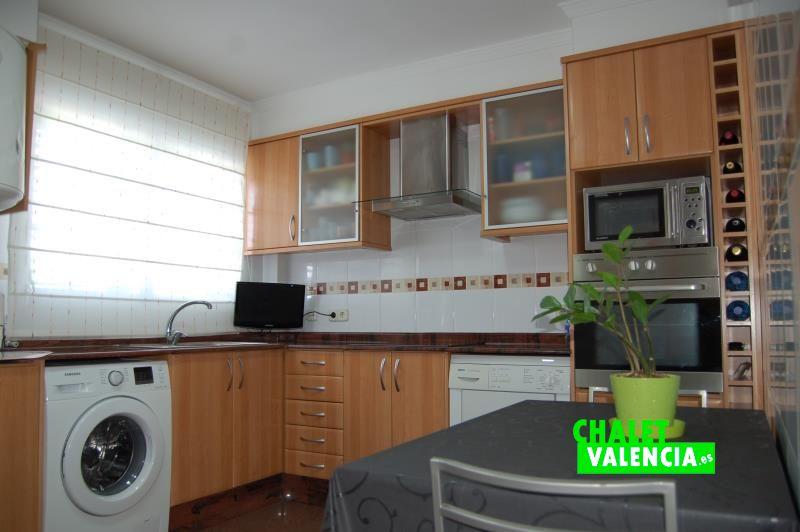 Cocina chalet independiente urbanización Maquiva