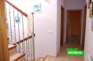 pasillo-escaleras-chalet-valencia