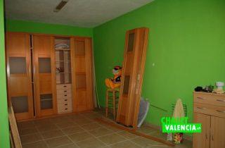 sotano-habitacion-grande-chalet-valencia