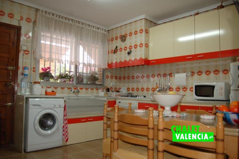 Cocina chalet con 2 casas en Montesol La Eliana