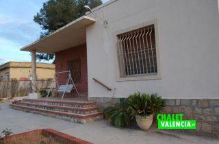 G11188-entrada-fachada-norte-chalet-valencia