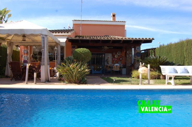 Espectacular chalet con piscina penyes maravisa chalet for Piscine valencia