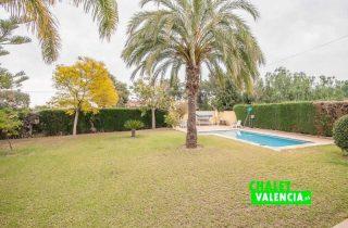 G12825-jardin-piscina-desde-terraza-chalet-valencia