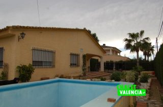 G11894-piscina-fachada-chalet-valencia