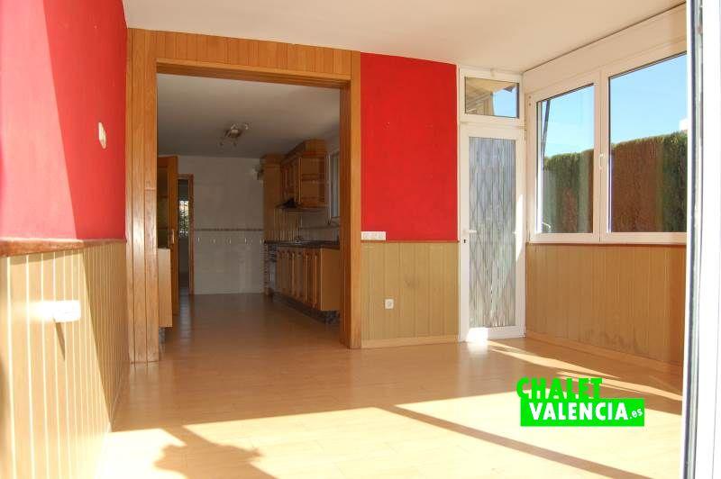 G11909-cocina-terraza-sur-chalet-valencia