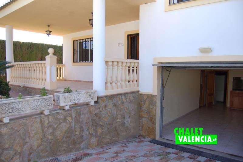 Cómoda entrada a garaje Chalet Valencia