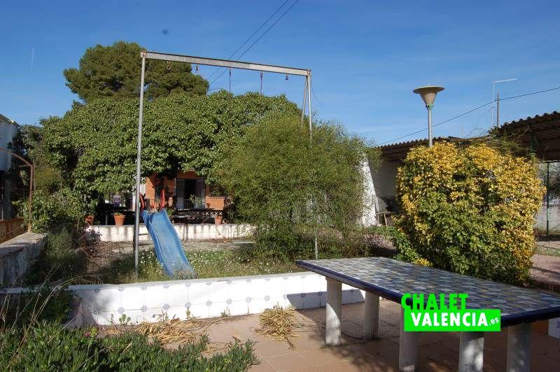 Zona jardín entrada chalet Taules La Eliana