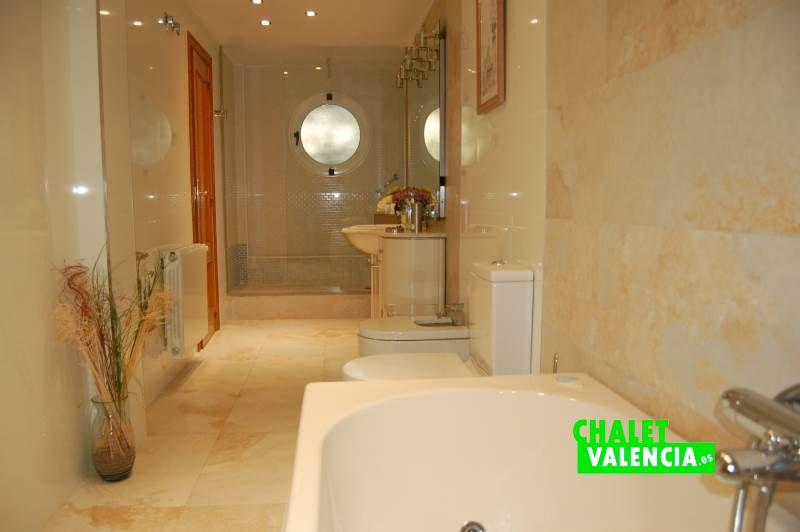 Espectacular baño con ducha y bañera