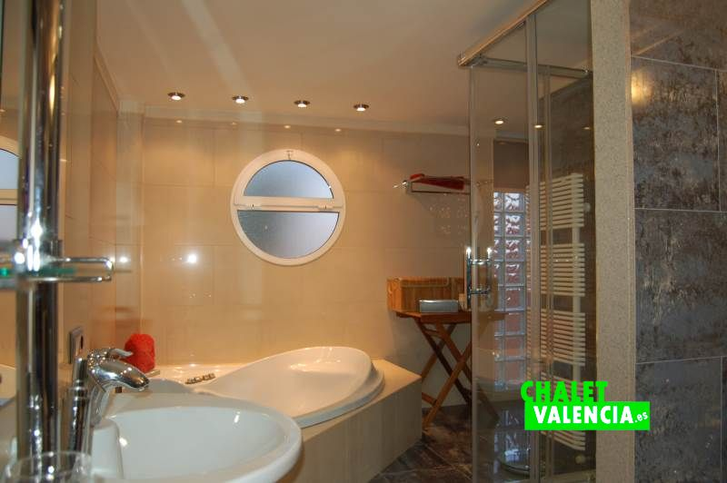 Baño suite chalet pareado Colinas