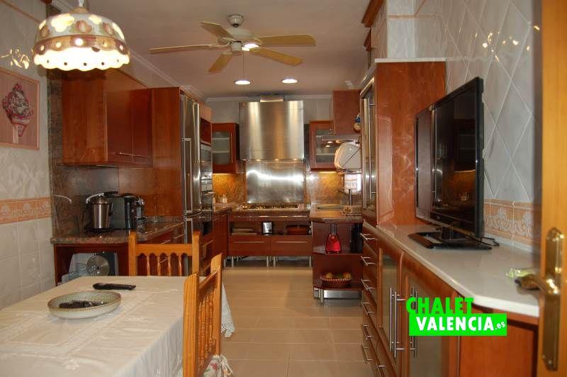 Espectacular cocina con diseño moderno Colinas