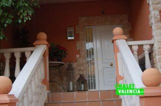 G12311-entrada-escaleras-chalet-valencia