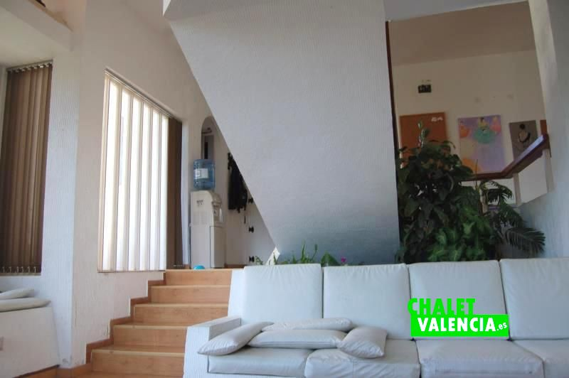 G13048-salon-vista-entrada-chalet-valencia