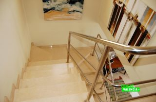 G13336-escaleras-diseno-chalet-valencia
