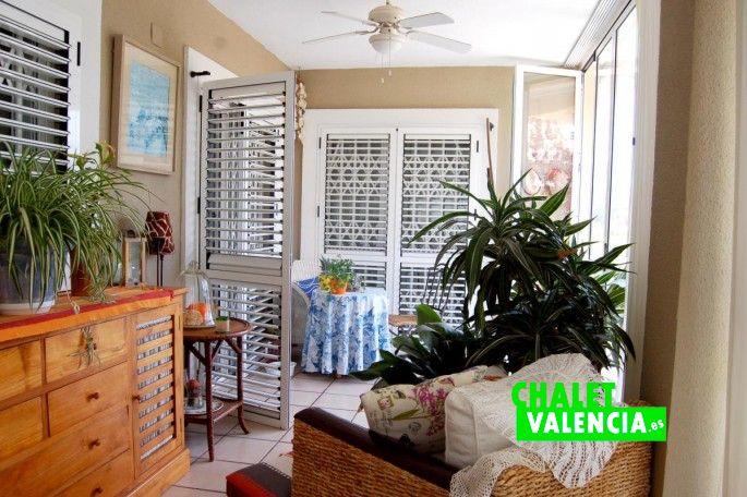 G13336-terraza-cubierta-salon-cocina-chalet-valencia