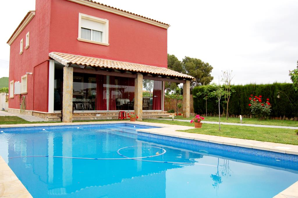 Bonito chalet con piscina La Pobla de Vallbona