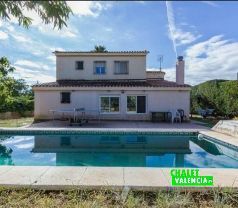 Chalet independinete con piscina en Montecolorado