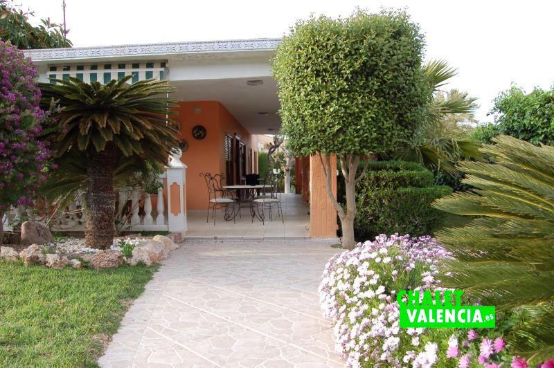G13106-entrada-terraza-chalet-valencia