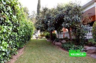 G13106-jardin-lateral-garaje-chalet-valencia