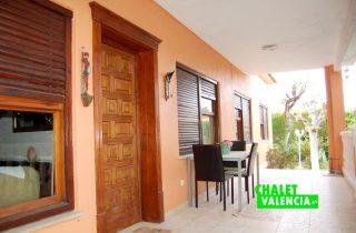G13106-terraza-habitaciones-chalet-valencia