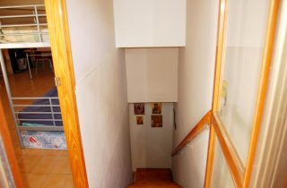 G13890-buhardilla-escaleras-2-chalet-valencia