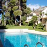 Pareado en La Canyada con piscina y pinada