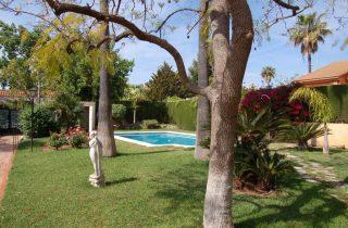 G14079-jardin-piscina-sur-chalet-valencia