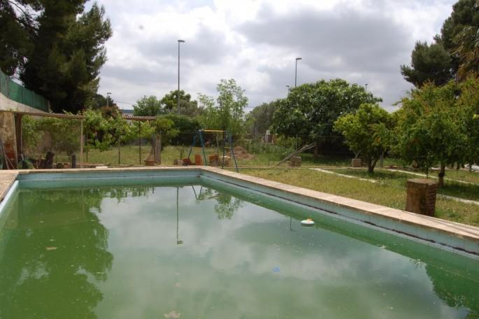 Piscina en terreno segregable Montealcedo