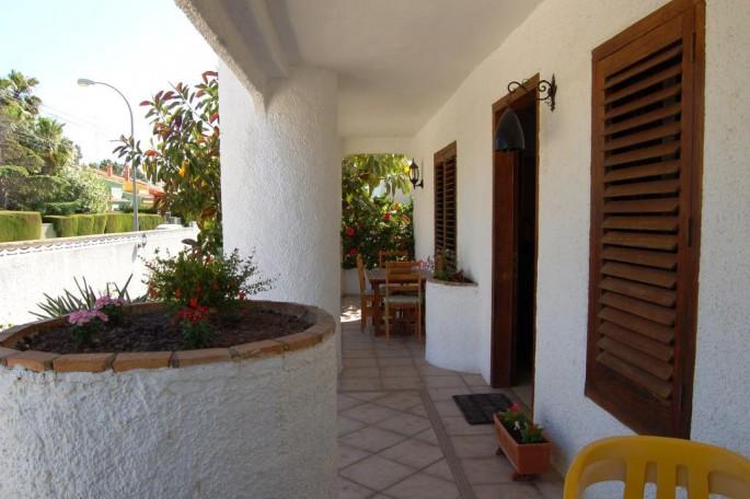 Entrada al interior de la casa Chalet Valencia