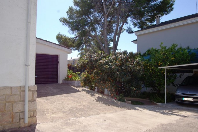 Doble garaje junto a paellero