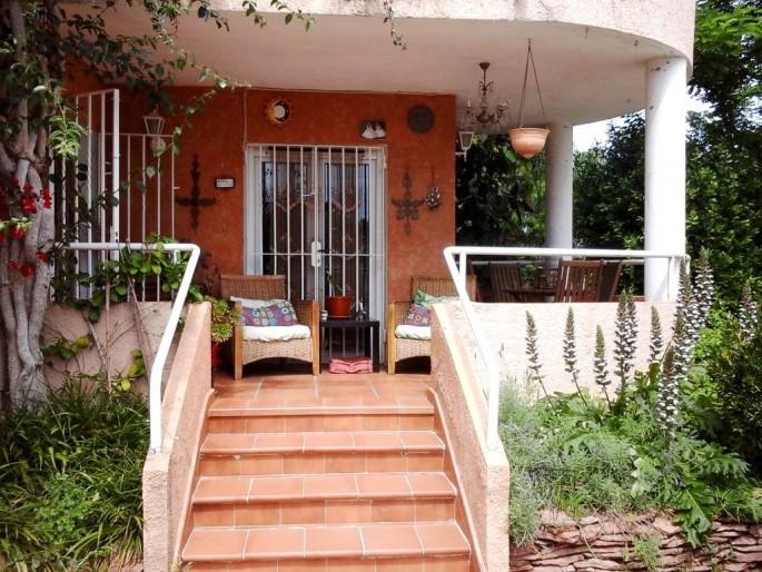 Terraza de entrada a la casa