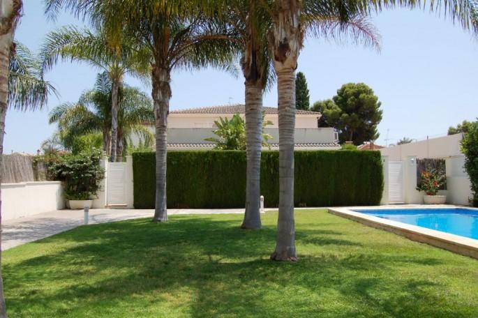 Jardín y piscina comunitaria La Eliana